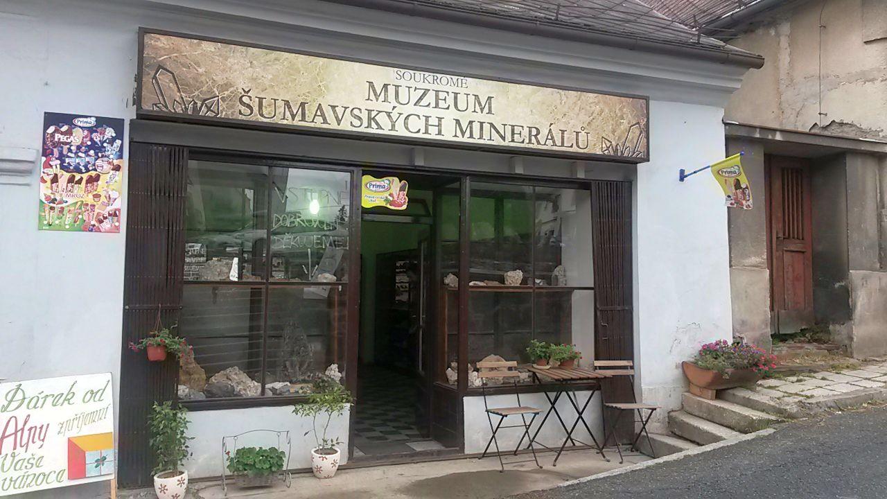 Muzeum šumavských minerálů ve Velharticích